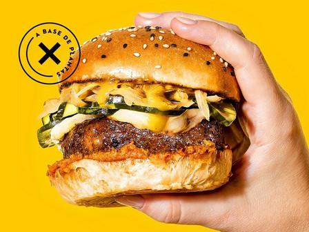 Cómo es la hamburguesa con gusto a carne pero hecha 100% a base de plantas