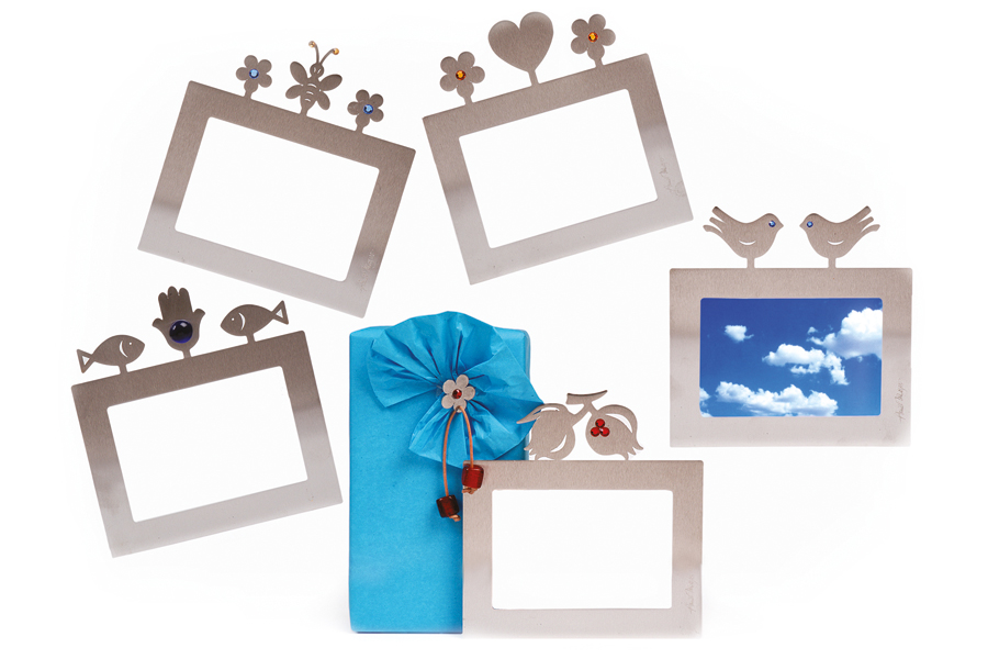 28.MAGNETIC PICTURE FRAME