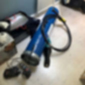 Ilmanvaihdon puhdistuksessa käytettävät tarvikkeet kuten maskit, letkut ja akkukoneet