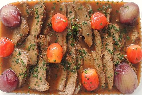 Maminha Assada com Tomates Confit e Cebolinhas Caramelizadas