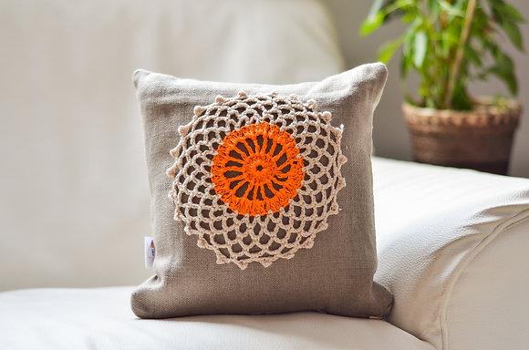 Almofada de Linho e Crochê Mandala