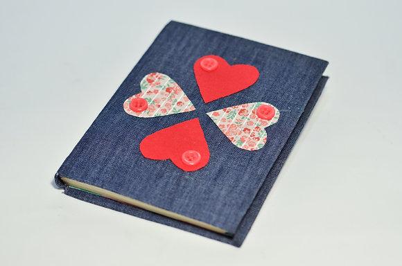 Caderninho Artesanal Trevo Coração Média