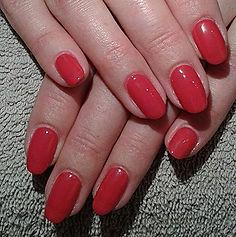 Handen met gelish nagels