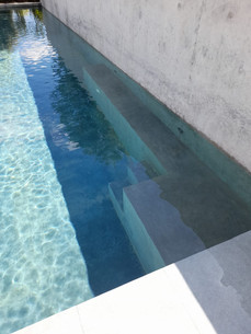 Escalier pour piscine avec couloir de nage