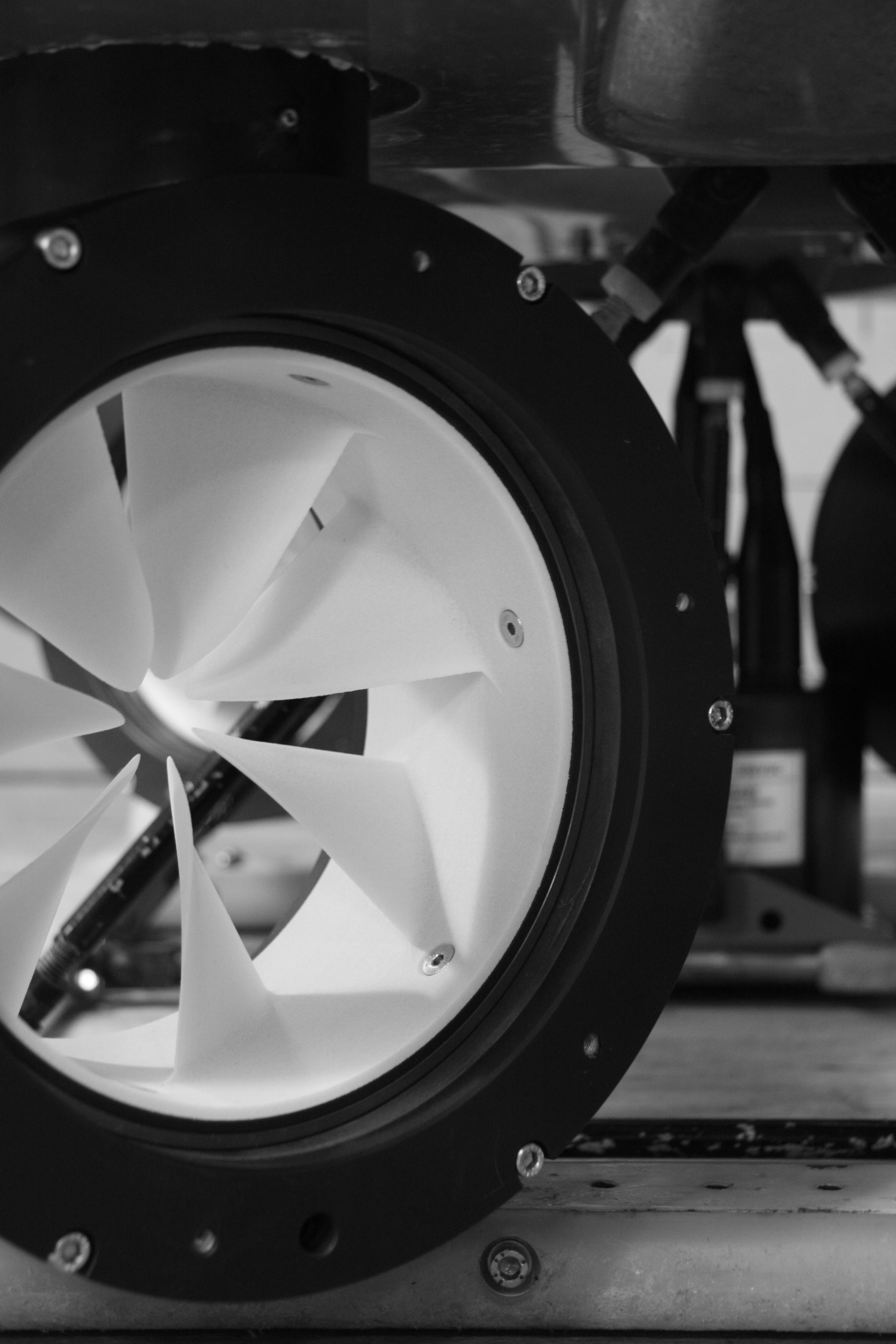 Compact thruster Installation