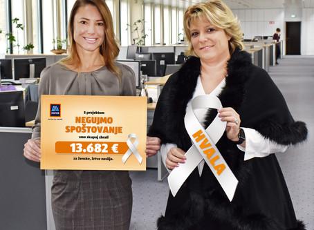 Pri Hoferju predali donacijo v podporo ženskam, žrtvam nasilja