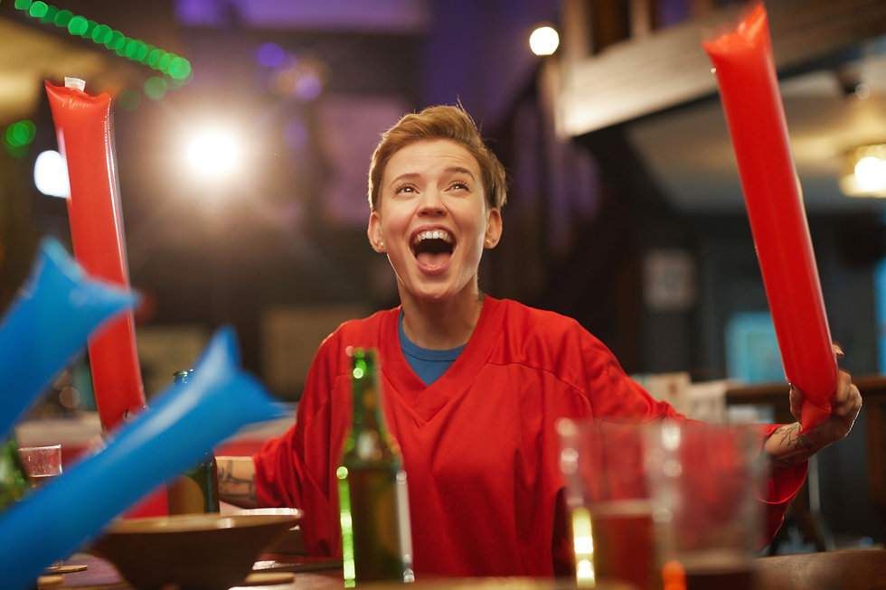 excited-fan-in-sport-bar-NT6PBF2 1920p.j