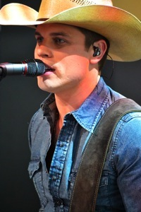 Dustin Lynch Live Nashville