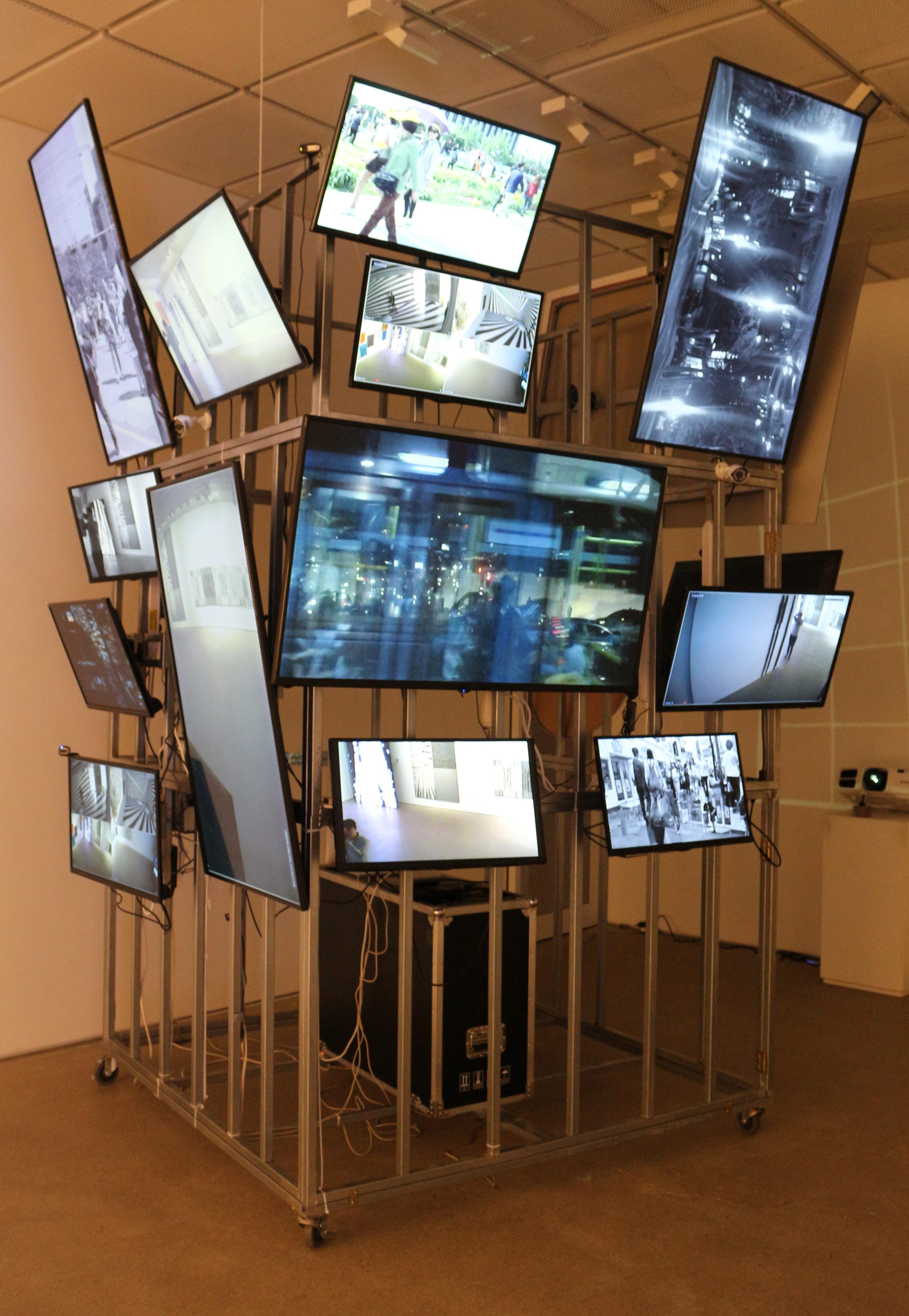J. PARK_2016 Maze_2016_14TV monitors, sound_Steel structure dimension  3.2x2x2m