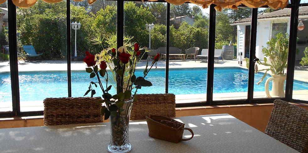 veranda vue sur piscine