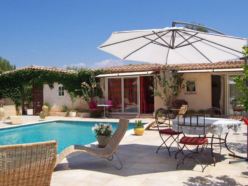 location avec terrasse et piscine