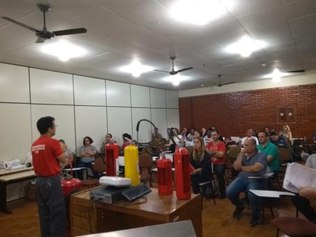 Professores e servidores do município são capacitados em primeiros socorros e brigada de incêndio.
