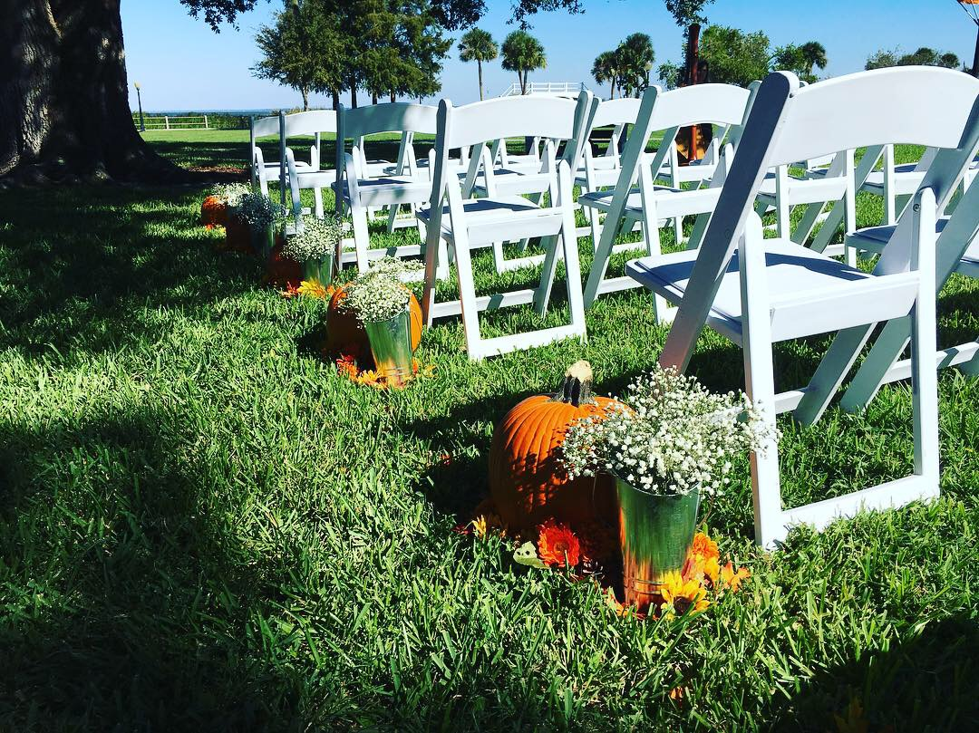 Fall-Themed Aisle