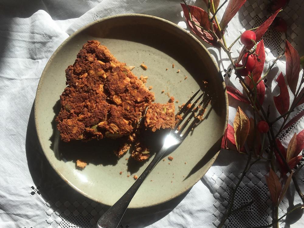 Wild apple & pumpkin seeds cake.