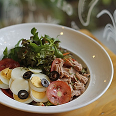 Nicoise Salad ( Tomato, Tuna, Olive and Egg)