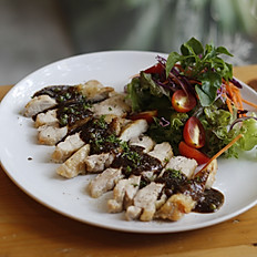 Black Pepper Chicken With Salad