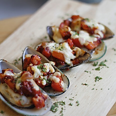Baked Salsa Cheese Mussels