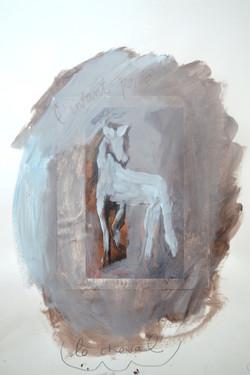 L'enfant porte le cheval