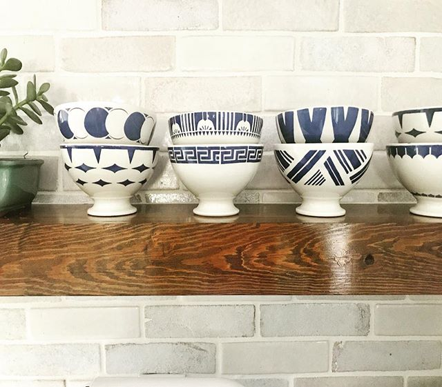 These #sirmadam blue and white babies are looking poppin on these floating shelves