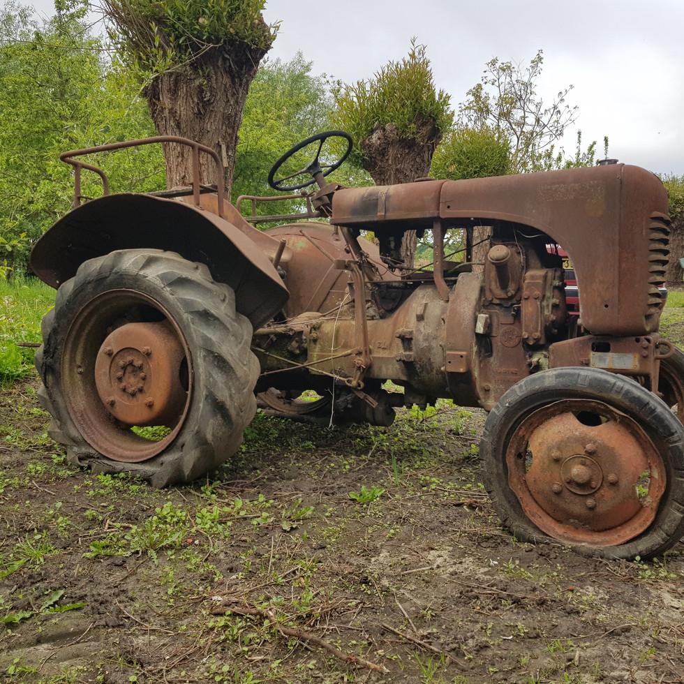 tractor - urbex
