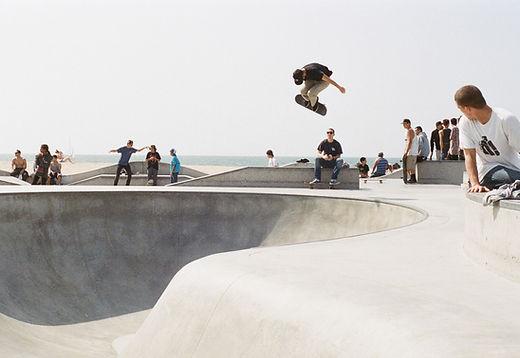 Along, sac à dos urbain professionnel voyage sport skateboard skatepark ville