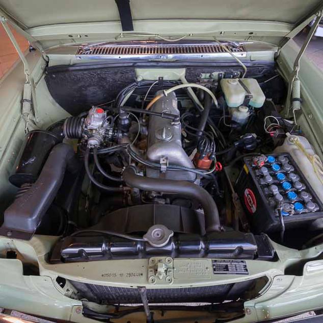 Mercedes-Benz 200 (W 115) (22).jpg