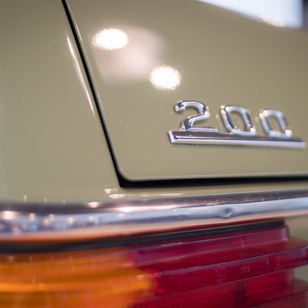 Mercedes-Benz 200 (W 115) (6).jpg