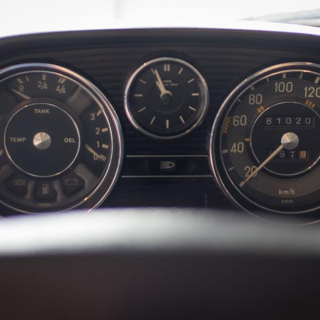 Mercedes-Benz 200 (W 115) (17).jpg