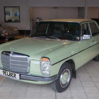 Mercedes-Benz 200 (W 115) (2).jpg