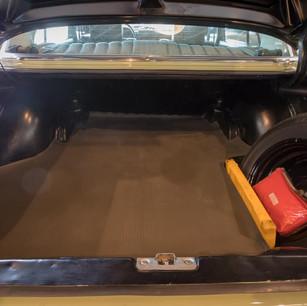 Mercedes-Benz 200 (W 115) (10).jpg