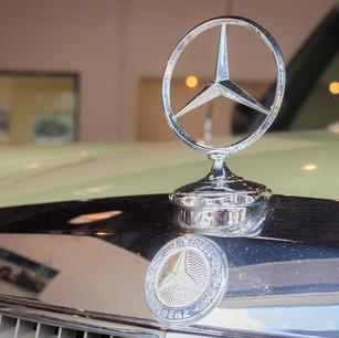 Mercedes-Benz 200 (W 115) (11).jpg