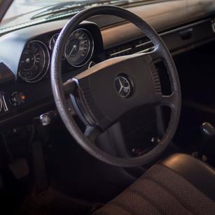 Mercedes-Benz 200 (W 115) (16).jpg