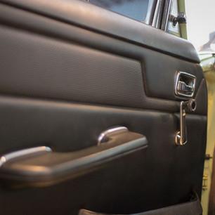 Mercedes-Benz 200 (W 115) (25).jpg