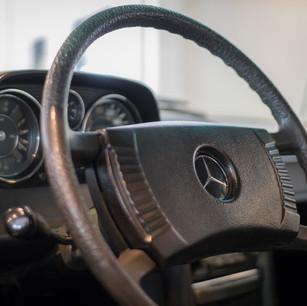 Mercedes-Benz 200 (W 115) (26).jpg