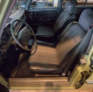 Mercedes-Benz 200 (W 115) (1).jpg