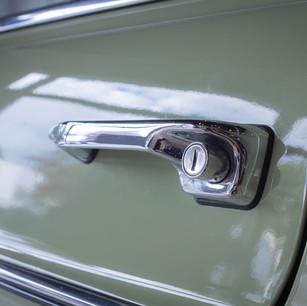 Mercedes-Benz 200 (W 115) (3).jpg