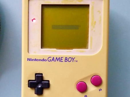 FROM EWASTE TO ARTWORK >DMG GAMEBOY