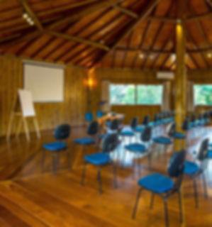 Sala para reuniões corporativas Pousada Paiol e Atibaia