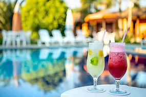 drink na piscina - Pousada Paiol.jpg