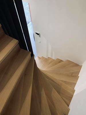wmw.be_escalier_chêne_massif_1.jpg