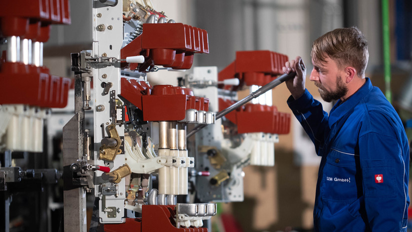 SZM have more than 20 years of experience in switchgear manufacturing, servicing and retrofitting