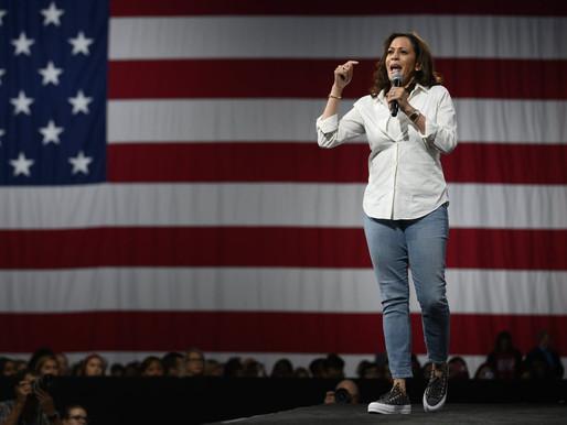 What is she wearing? Los Converse de Kamala Harris y el Personal Branding
