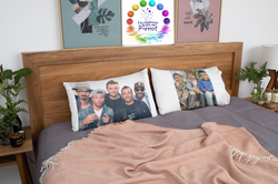 mockup-of-two-king-pillows-in-a-modern-r
