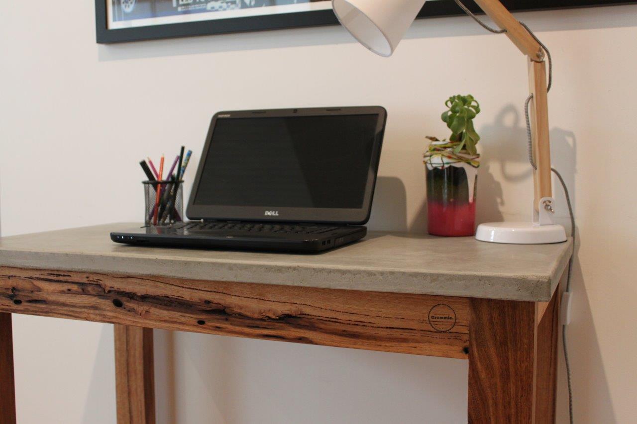 desk_4.jpg