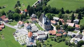 Nedeljsko vodenje po dvorski cerkvi sv. Petra