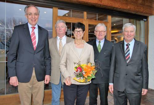 Der neue Vorstand des Trakehner Verbandes. v.l. Dr. Norbert Camp, Hans-Wilhelm Bunte, Marion Drache, Josef Kirchbeck und Dr. Hans-Peter Karp. (Foto: Sigrun Wiecha)