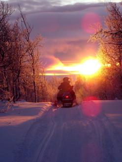 motoneige-sunset-pixabay
