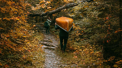canoe-foret-josh-hild-unsplash.jpg