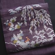 先程お客様の制作ご依頼で能装束の本をめくっていて気がつきました。_この紫紺色の帯
