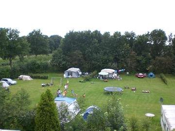 Hier ziet u een overzicht van minicamping het Hijkerveld, midden in de Drentse natuur